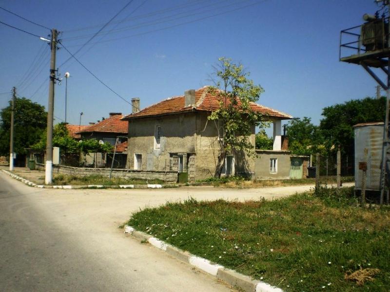 immobilien haus in bozveliysko varna bulgarien 80 qm backstein haus auf dem fundament aus. Black Bedroom Furniture Sets. Home Design Ideas