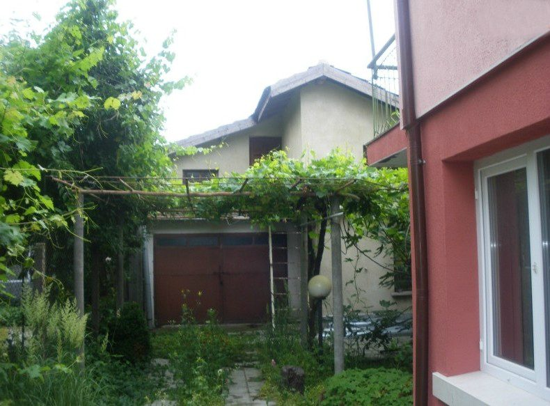 immobilien haus in topoli varna bulgarien nur 1 etage zu verkaufen 90 qm isolierung. Black Bedroom Furniture Sets. Home Design Ideas