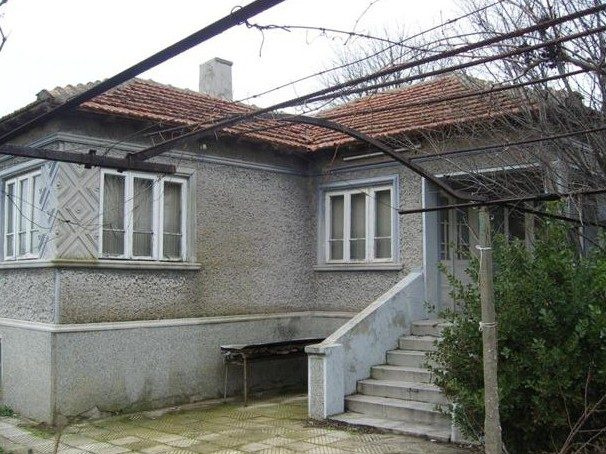 immobilien haus in shabla dobrich bulgarien 100 qm bungalow 1500 qm garten 5 km zum meer. Black Bedroom Furniture Sets. Home Design Ideas