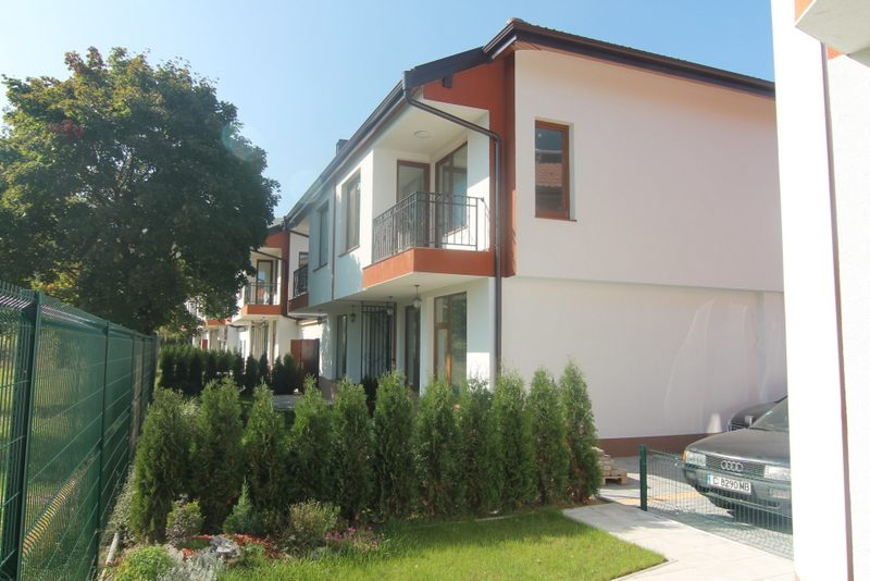 immobilien haus in lozen sofia city bulgarien nagelneu h user zum verkauf sehr nah an. Black Bedroom Furniture Sets. Home Design Ideas