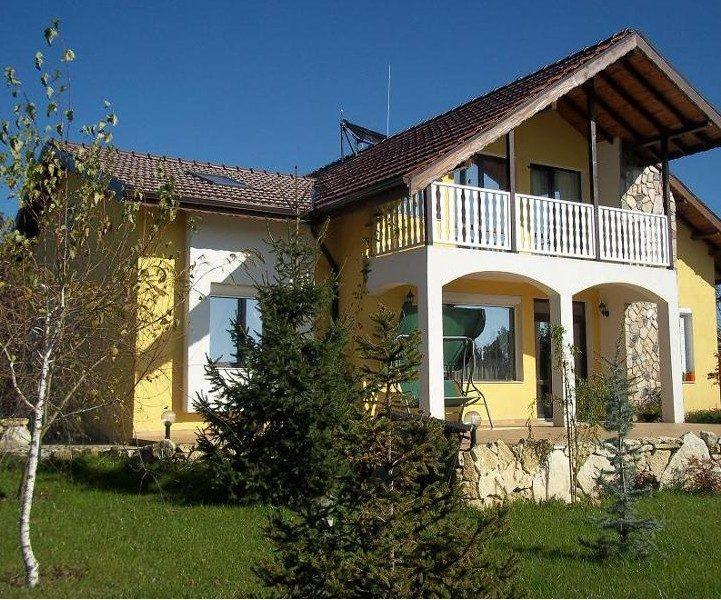 immobilien haus in oreshak varna bulgarien 4 schlafzimmer haus 860 qm garten 12 km zum meer. Black Bedroom Furniture Sets. Home Design Ideas