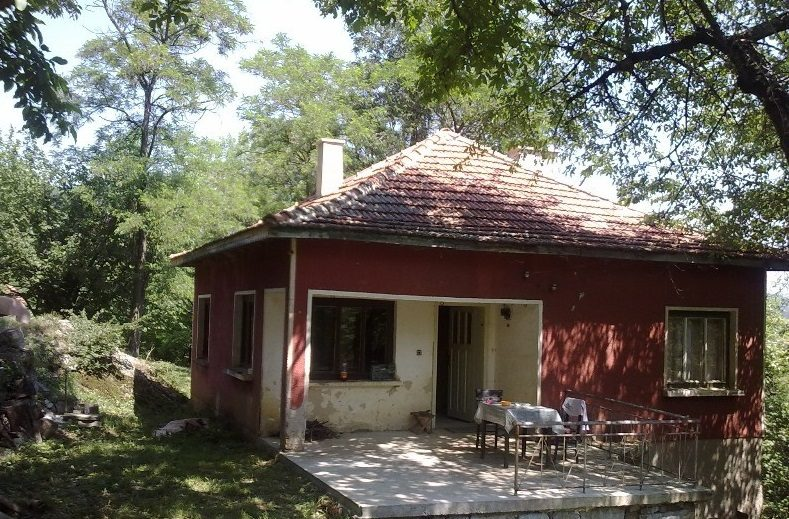 immobilien haus in zasele sofia province bulgarien 80 qm haus 1700 qm garten den bergen. Black Bedroom Furniture Sets. Home Design Ideas