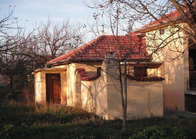 immobilien haus in yagnilo varna bulgarien 80 qm bungalow 880 qm garten 55 km nach varna. Black Bedroom Furniture Sets. Home Design Ideas
