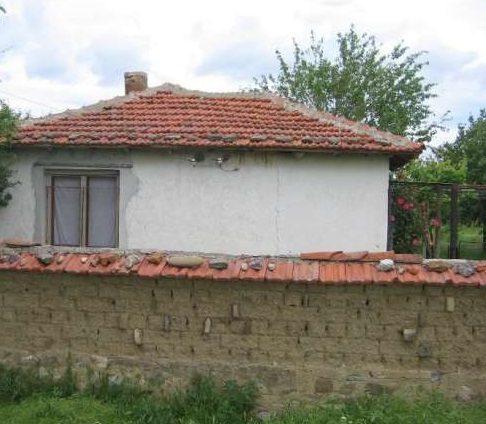 immobilien haus in blatets sliven bulgarien 50 qm ferienhaus 2300 qm garten am fu der. Black Bedroom Furniture Sets. Home Design Ideas
