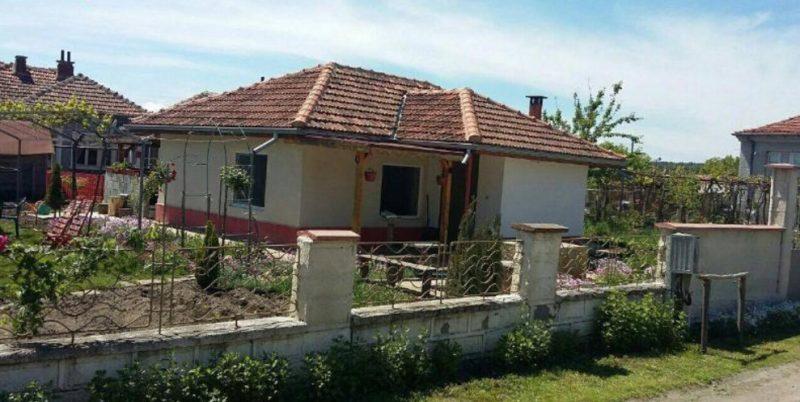 immobilien haus in rudnik varna bulgarien 50 qm bungalow 660 qm garten 14 km zu byala. Black Bedroom Furniture Sets. Home Design Ideas