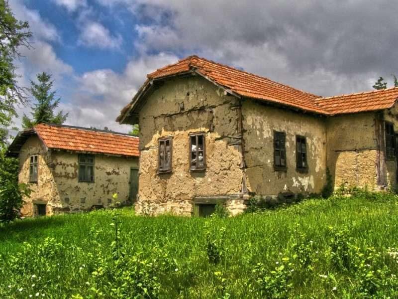 immobilien haus in kosacha pernik bulgarien 2 alte bulgarische h user zu verkaufen 1000 qm. Black Bedroom Furniture Sets. Home Design Ideas