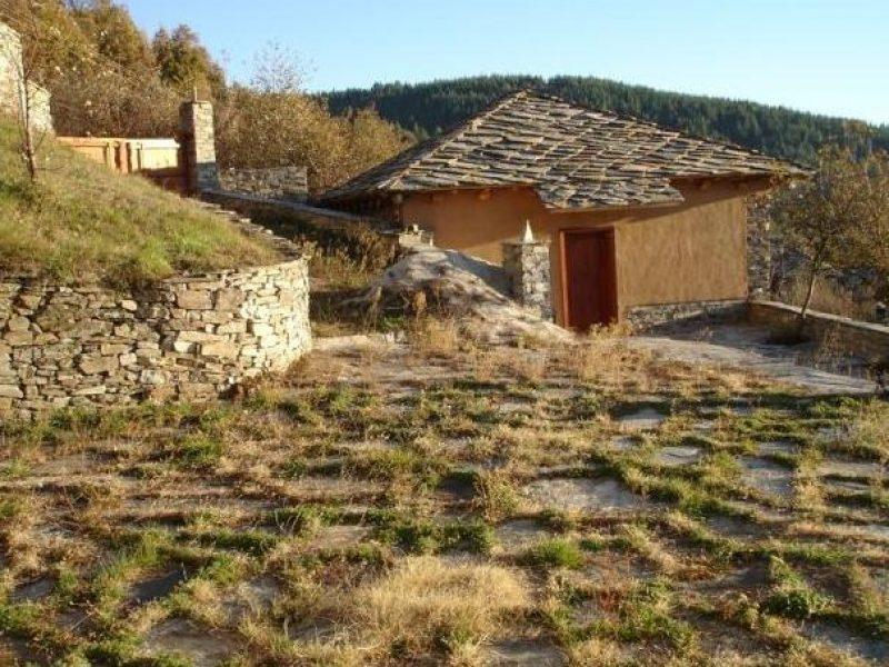 immobilien haus in leshten blagoevgrad bulgarien haus 200 qm 500 qm land 50 km von. Black Bedroom Furniture Sets. Home Design Ideas