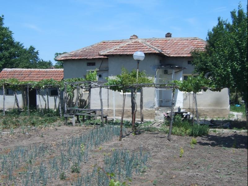 immobilien haus in ovcharovo dobrich bulgarien haus 3 zimmer bad garage 50 km vom. Black Bedroom Furniture Sets. Home Design Ideas