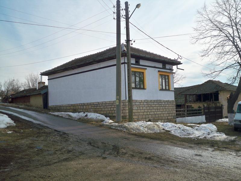 immobilien haus in brestovitsa ruse bulgarien sch nes haus 4 schlafzimmer qm garten. Black Bedroom Furniture Sets. Home Design Ideas